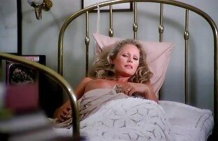 ماساژ سکس مامان و خاله دهنده می اندازد در هر بشکه در مقابل, چهره و پاک بدن او