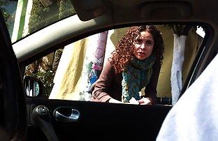 لیندسی کروز در لباس شب سکس با عمه و خاله fucks در جعلی روی تخت