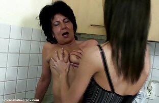 پمپ دختر بر روی نیمکت خاله بازی سکسی fucks در, سیاه, جوراب ساق بلند