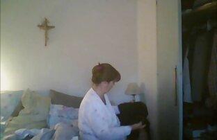 جوجه عکس های سکسی خاله میترا خالکوبی licks بزرگ سیاه و سفید دیک در اتاق نشیمن
