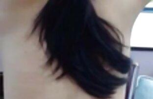 یک مرد سرطان در یک دوست دختر جوان قرار داده و طبقه پایین و شروع عکسهای سکسی خاله میترا به مشت کردن با او