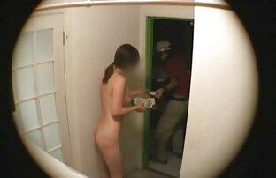 داوالکی روسیه در جوراب ساق بلند با دهان سکس با عروس خاله او در آلت تناسلی خاخال کار می کرد و با او خوابید