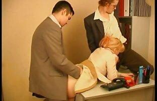 سبزه در جوراب ساق بلند سیاه و سفید و سینه بند قرمز سکس با خاله و عمه در زمان مرد دست در شکاف