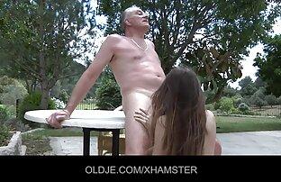 لاتین با سکس با خاله و عمه یک lyahami گسترده ای در لباس شنا شستشو ماشین همسایه و به او می دهد بیدمشک